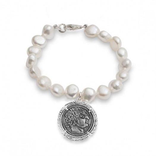 Pulsera de perlas y moneda romana